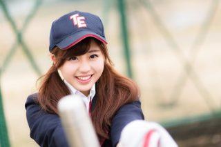 野球帽を被った可愛い女の子