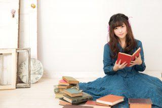読書をする可愛い女の子