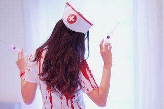 血まみれ白衣の女の子
